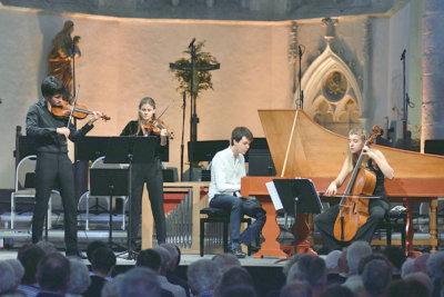 Le Consort Rivalità à droite H. Salzenstein au violoncelle et J. Taylor au clavecin ©Bertrand PICHENE-CCR Ambronay
