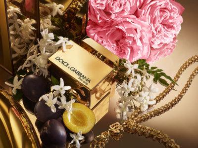 Dolce Gabanna une eau de parfum intense à l'effet floral-fruité à la douceur gourmande de la prune dorée