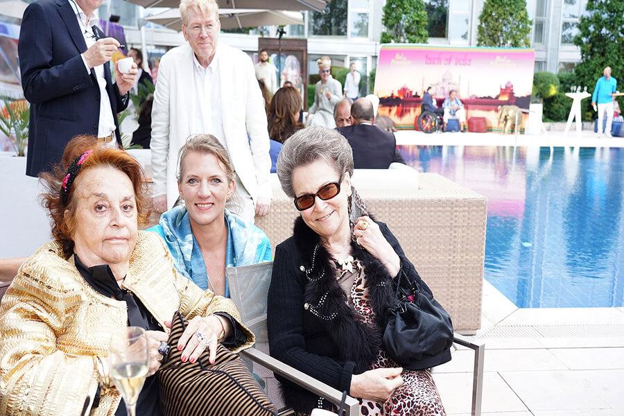 Joëlle Snella entre deux grandes dames de la philanthropie Lady Michelham et Erika Wanner initiatrice du Bal du Printemps (c) IRP