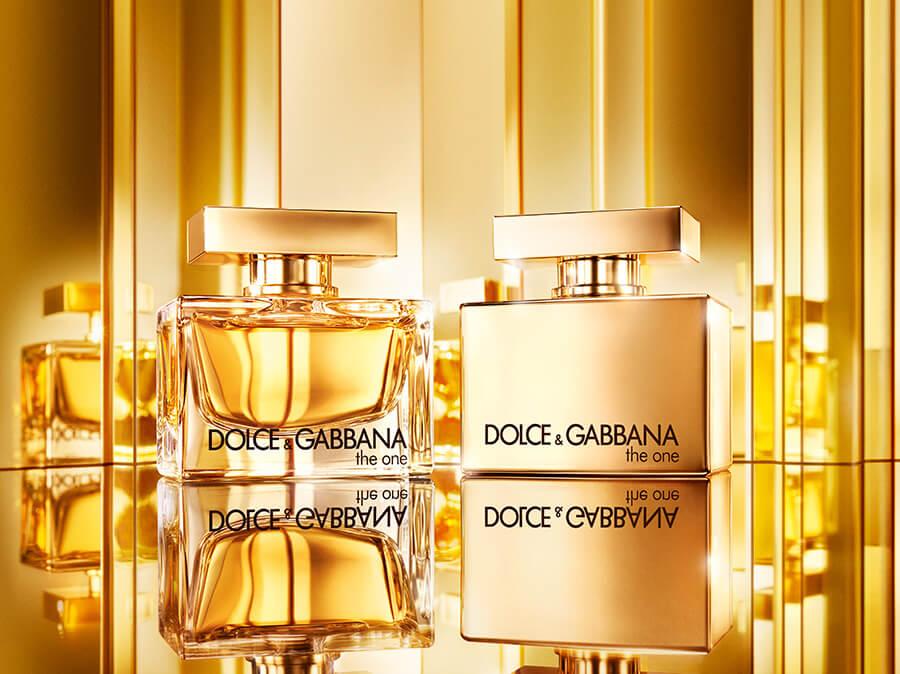 En version Femme, le parfun associe ses notes de têtes fruitées au coeur floral de la composition DG Beauty The One Gold